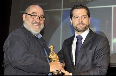 Víctor Salvador, del restaurante Chez Víctor recogiendo el galardón en los Premios Hosteleriasalamanca.es 2009