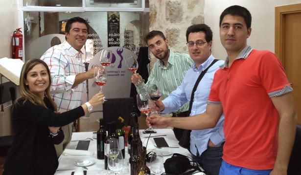 Cata de vino Arribes por catador de Guía Peñín