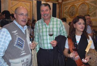 Miembros de la asociación de Cata Añada, entre ellos su secretario General, Antonio Martín y su mujer