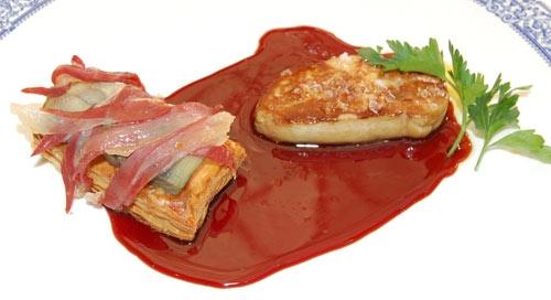 Tosta hojaldrada de foie y alcachofas