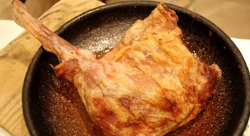 Lechazo asado en horno de leña, Asador arandino, Salamanca