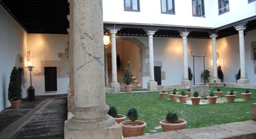 Claustro renacentista del Palacio de los Ávila y Tiedra