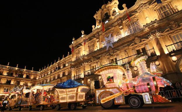 Carrozas De Reyes Magos Fotos.Los Reyes Magos En Salamanca Hosteleriasalamanca Es